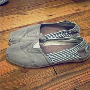 Used striped gray Toms